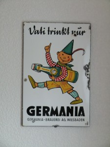 Papa trinkt Germania Wiesbaden